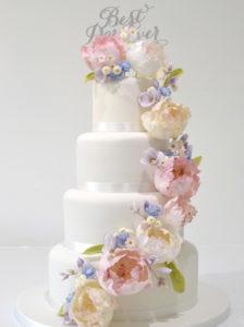 4 tier stunning wedding cake