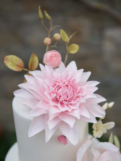 Stunning realistic sugar flowers by Alison Newman